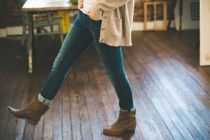 Here are just a few reasons why hardwood flooring is well worth the investment over laminate floors.